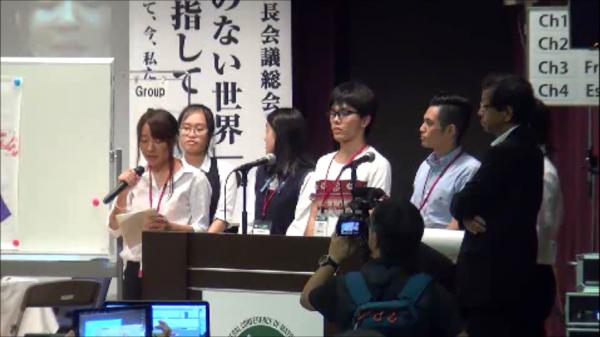 会議Ⅲで発表を待つ高橋尚也君(中央)